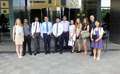 中国で法律とビジネスを学ぶ高校生ボランティア
